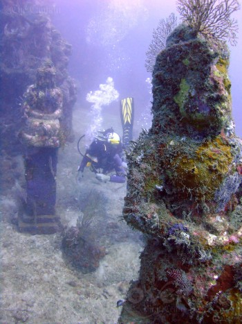 bali-pemuteran-diving-sea-rovers-temple-garden