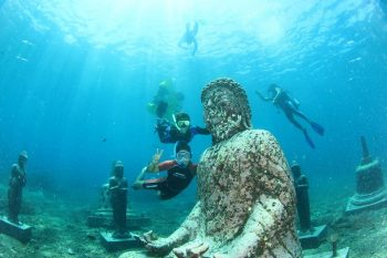 Internet photo with snorkelers confused with Temple Garden