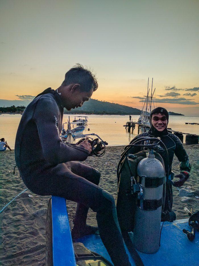 Dive guide Edi, night dive, Mucky Pirates Bay, Pemuteran, Bali, Indonesia